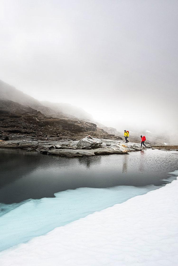 David Kantermo and Malou hiking in Lappland. Wearing Stellar Softshell Pants and Ultralight Shell Jacket.